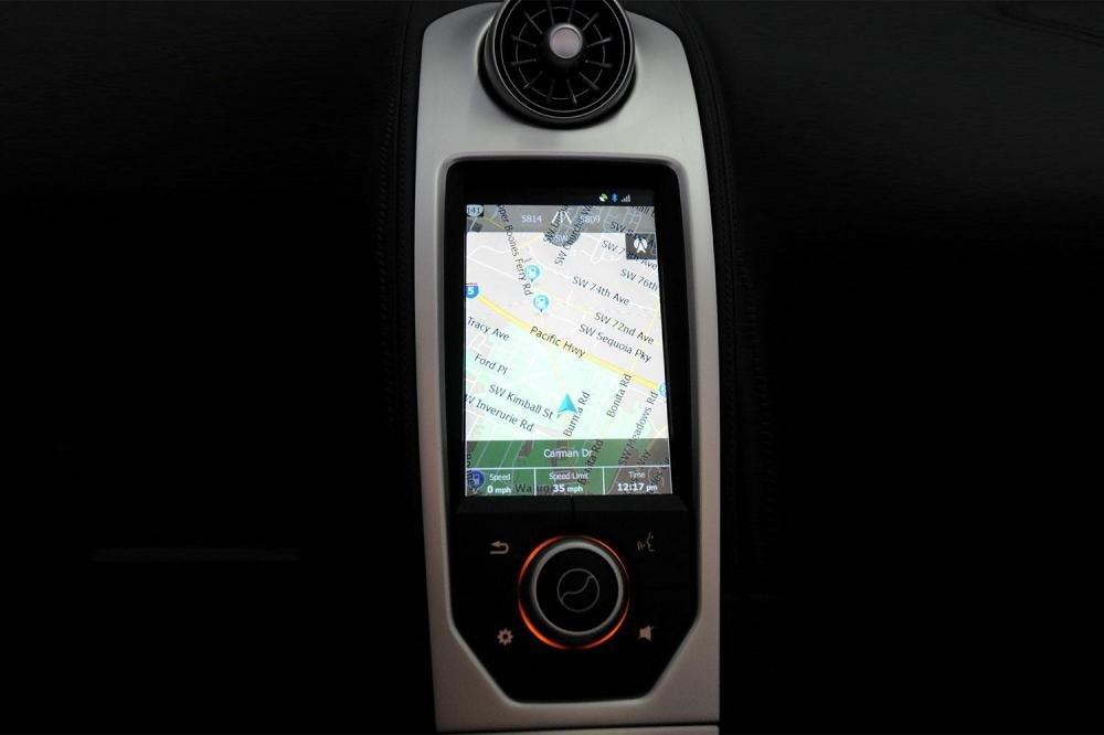 Đánh giá xe Mclaren 650s Spider có màn hình cảm ứng hiển thị bản đồ dẫn đường.