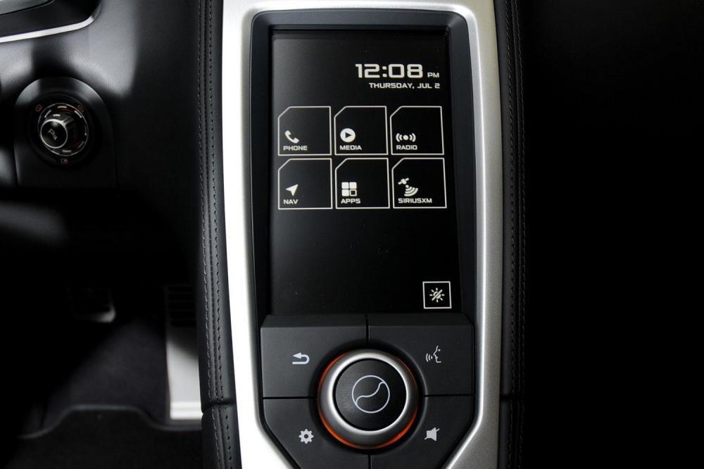 Đánh giá xe Mclaren 650s Spider được trang bị nhiều tính năng giải trí.