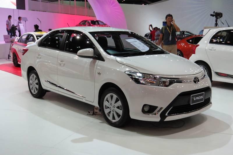 Đánh giá xe Toyota Vios 2016 có la zăng 5 chấu kép.