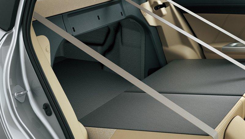 Đánh giá xe Toyota Vios 2016 có thể gấp hàng ghế sau giúp tăng diện tích cốp xe.
