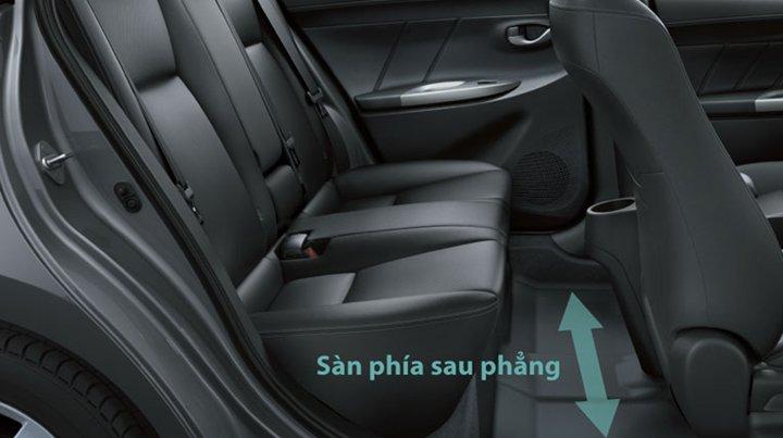 Đánh giá xe Toyota Vios 2016 có hàng ghế sau để chân rất thoải mái.