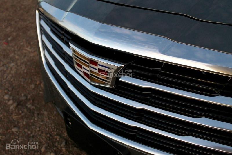 Đánh giá xe Cadillac CTS 2016: Lưới tản nhiệt đặc trưng của hãng.