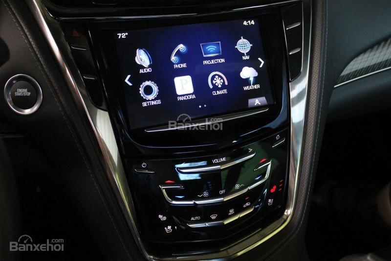 Đánh giá xe Cadillac CTS 2016: Xe được tích hợp nhiều tiện ích.