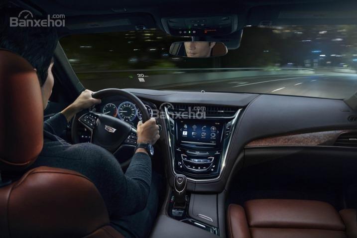 Đánh giá xe Cadillac CTS 2016: Xe được trang bị nhiều tính năng an toàn hiện đại.
