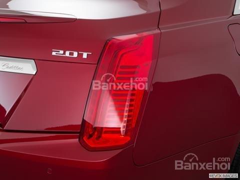 Đánh giá xe Cadillac CTS 2016: Đèn pha phía sau xe.