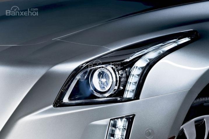 Đánh giá xe Cadillac CTS 2016: Đèn pha tích hợp LED.