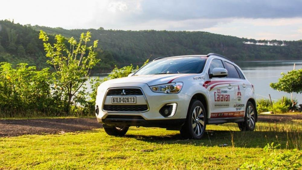 So sánh ngoại thất Kia Sportage 2016 và Mitsubishi Outlander Sport 2016 1