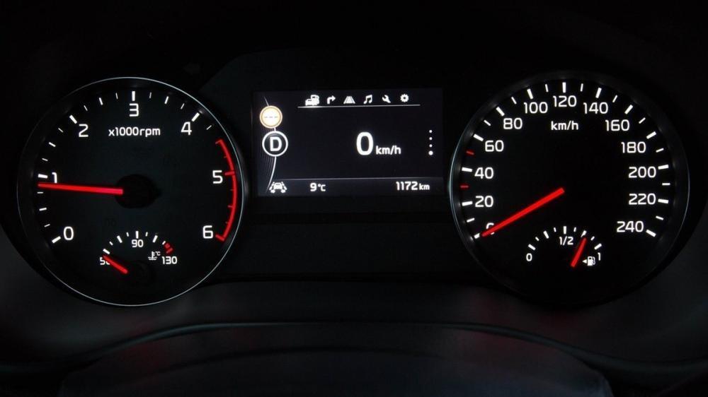 So sánh nội thất Kia Sportage 2016 và Mitsubishi Outlander Sport 2016 9