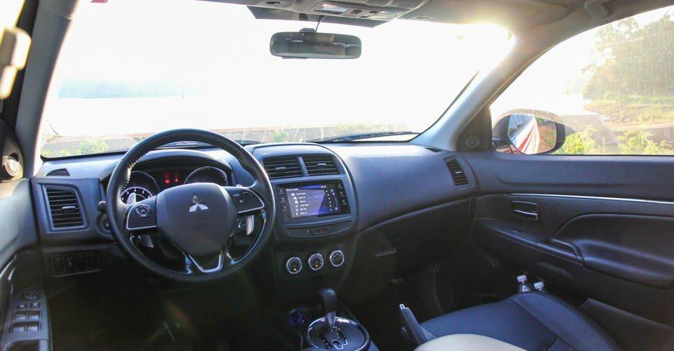 So sánh nội thất Kia Sportage 2016 và Mitsubishi Outlander Sport 2016 3