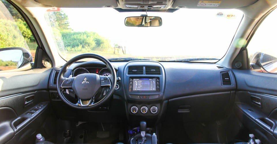 So sánh nội thất Kia Sportage 2016 và Mitsubishi Outlander Sport 2016 1