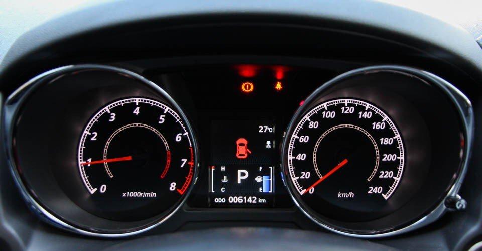 So sánh nội thất Kia Sportage 2016 và Mitsubishi Outlander Sport 2016 10