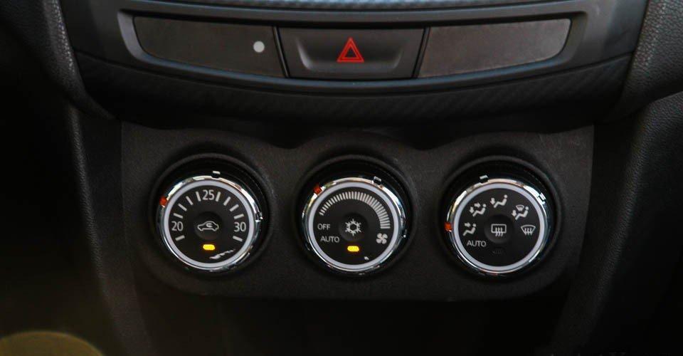 So sánh tiện nghi xe Kia Sportage 2016 và Mitsubishi Outlander Sport 2016 4