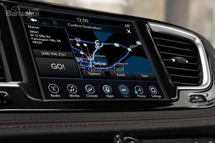 Đánh giá xe Chrysler Pacifica 2017: Xe được trang bị nhiều tính năng hiện đại.