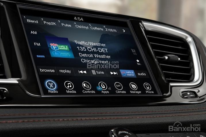 Đánh giá xe Chrysler Pacifica 2017: Xe được trang bị nhiều tính năng hữu dụng.