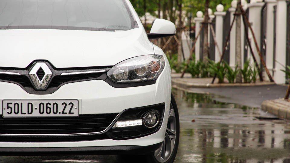 Đánh giá xe Renault Megane 2015 có thiết kế phần đầu đẹp và hiện đại hơn phiên bản tiền nhiệm.