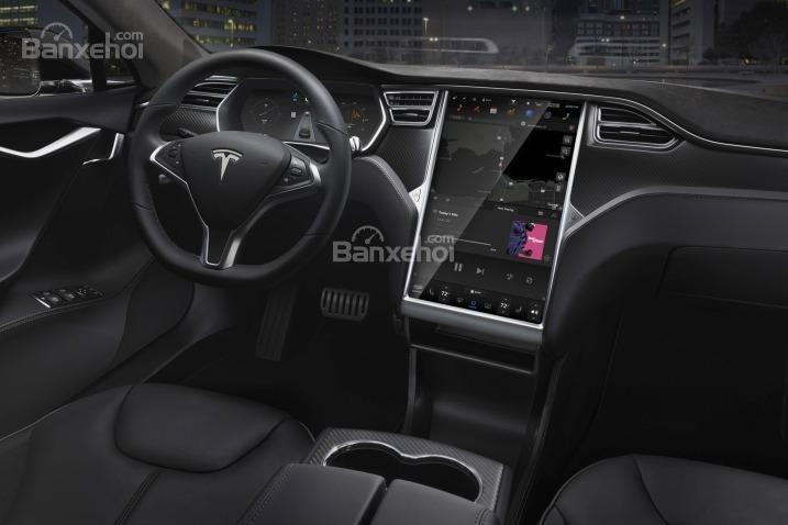 Đánh giá xe Tesla Model S 2016: Xe được trang bị nội thất sang trọng.