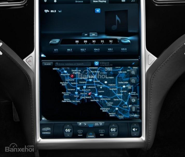 Đánh giá xe Tesla Model S 2016: Được tích hợp các tính năng giải trí.