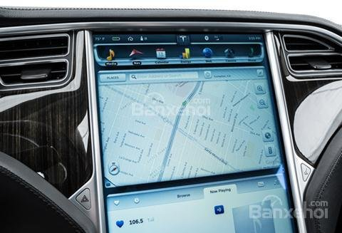 Đánh giá xe Tesla Model S 2016: Được tích hợp bản đồ GPS.