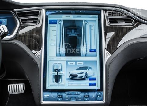 Đánh giá xe Tesla Model S 2016: Bảng điều khiển.