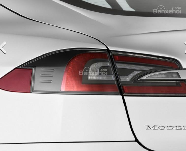 Đánh giá xe Tesla Model S 2016: Thiết kế đèn hậu đẹp mắt.