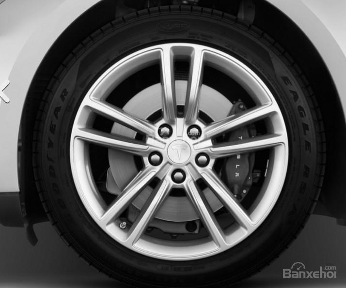 Đánh giá xe Tesla Model S 2016: Bánh xe hợp kim.