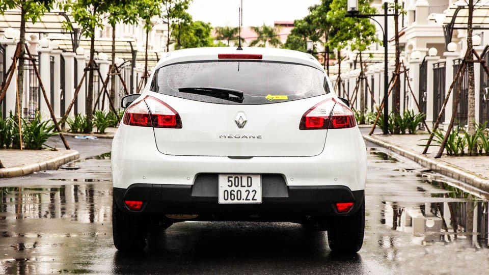 Đánh giá xe Renault Megane 2015 có đuôi xe thiết kế độc đáo, khỏe khoắn.