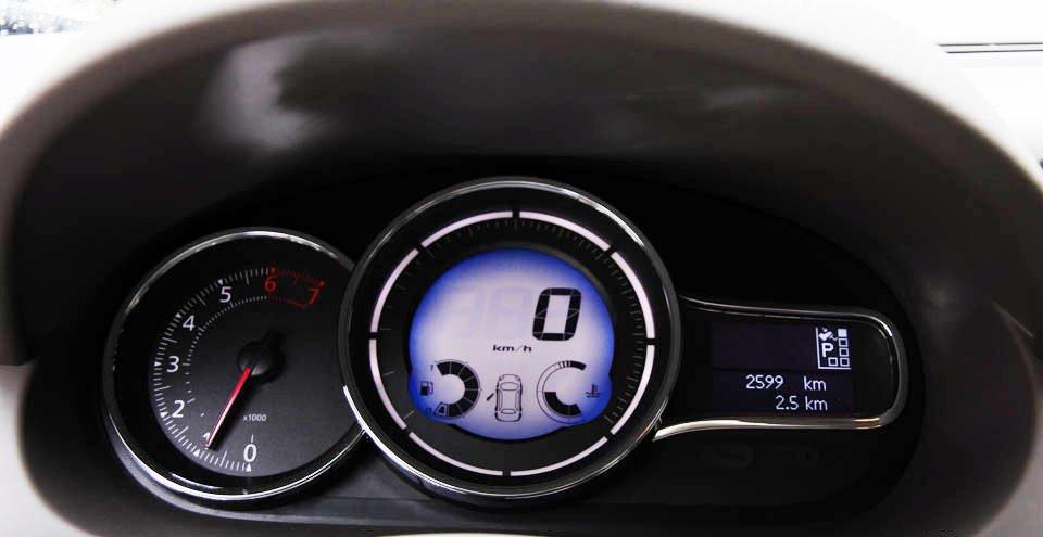 Đánh giá xe Renault Megane 2015 có bảng đồng hồ lái hiển thị tinh tế, độc đáo.