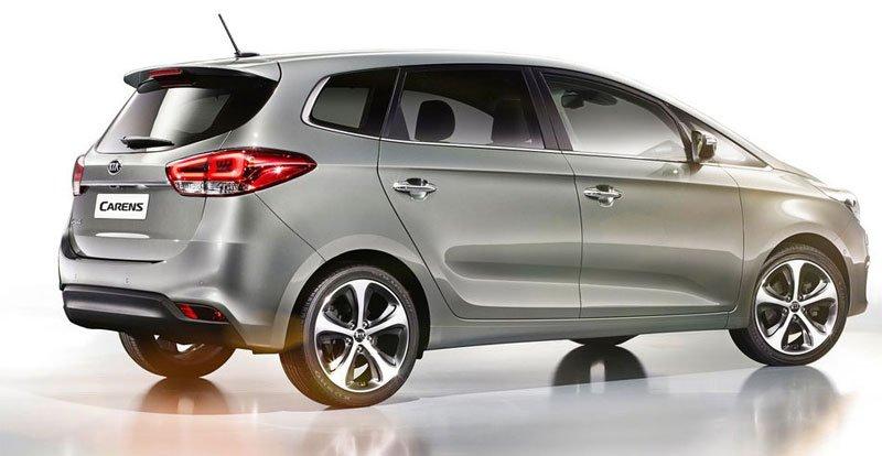 So sánh ngoại thất xe Kia Carens với Toyota Innova 1