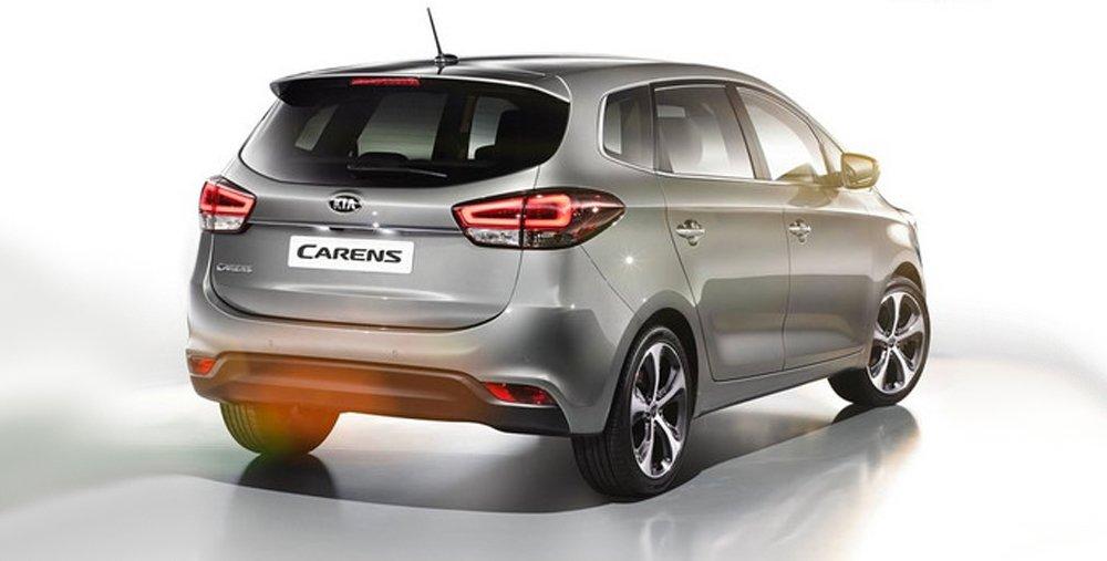 So sánh ngoại thất xe Kia Carens với Toyota Innova 2