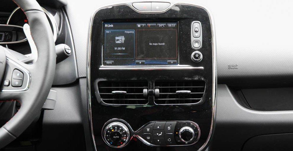 Đánh giá xe Renault Clio RS200 2015 có màn hình trung tâm cảm ứng 7 inch.