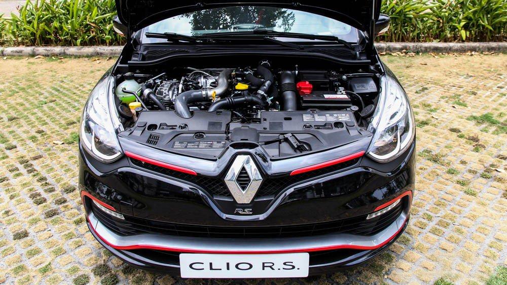 Đánh giá xe Renault Clio RS200 2015 có động cơ mạnh mẽ 200 mã lực.