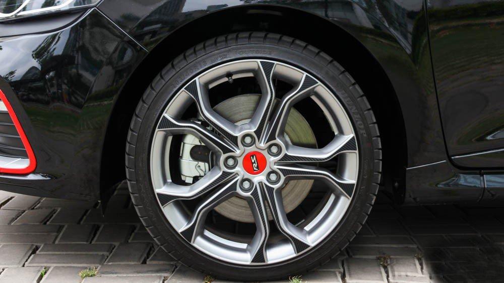 Đánh giá xe Renault Clio RS200 2015 có bộ lốp thể thao Dunlop Sport Maxx RT 205/40R18 .
