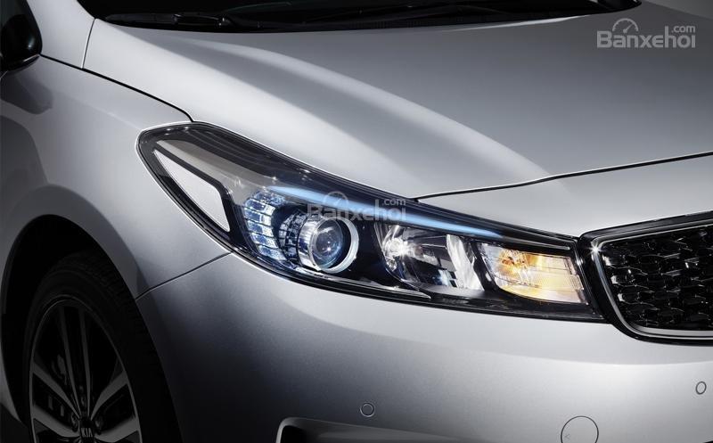 Đánh giá xe Kia Cerato 2016 có đèn pha Halogen công nghệ Projector hiện đại.