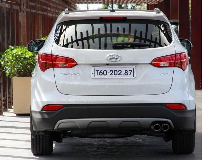 So sánh xe Hyundai SantaFe và Toyota Fortuner 4
