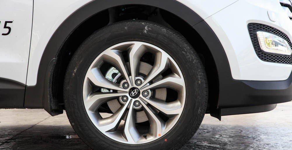 So sánh xe Hyundai SantaFe và Toyota Fortuner 9