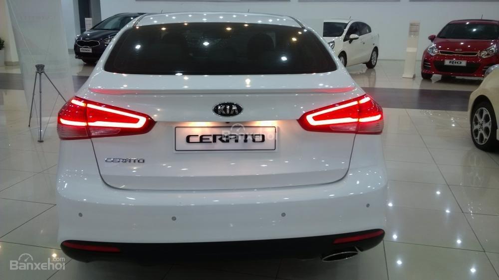 Đánh giá xe Kia Cerato 2016 có đuôi xe thay đổi một số chi tiết so với K3 cũ.
