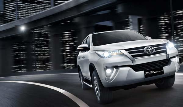 So sánh xe Hyundai SantaFe và Toyota Fortuner 28
