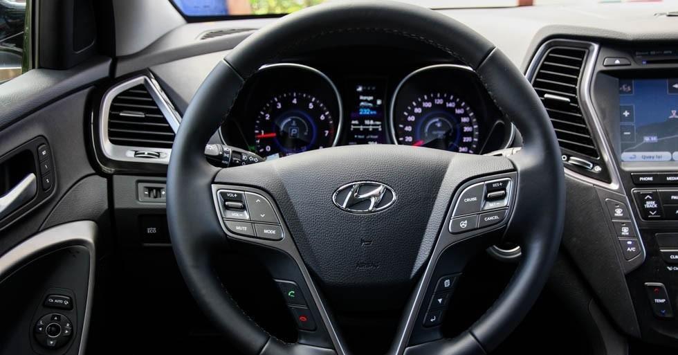 So sánh xe Hyundai SantaFe và Toyota Fortuner 20