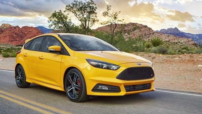 """So sánh xe Ford Focus và Honda Civic: Lão làng """"kình"""" nhau."""