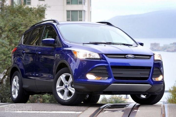 Đánh giá xe Ford Escape 2016 có đèn pha LED tự động hiện đại.
