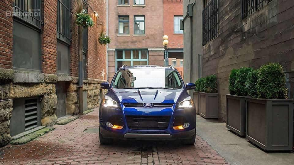 Đánh giá xe Ford Escape 2016 trông hầm hố, mạnh mẽ.