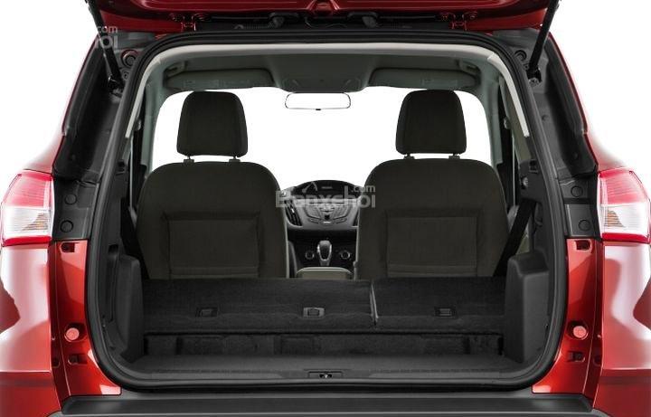 Đánh giá xe Ford Escape 2016 có thể gập gọn hàng ghế sau tăng diện tích khoang chứa đồ.