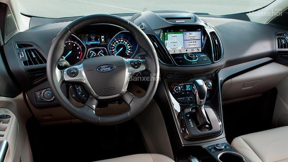 Đánh giá xe Ford Escape 2016 vô lăng bọc da 4 chấu độc đáo.