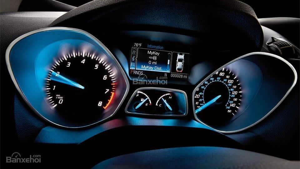 Đánh giá xe Ford Escape 2016 có cụm đồng hồ lái với rất nhiều thông tin hiển thị.