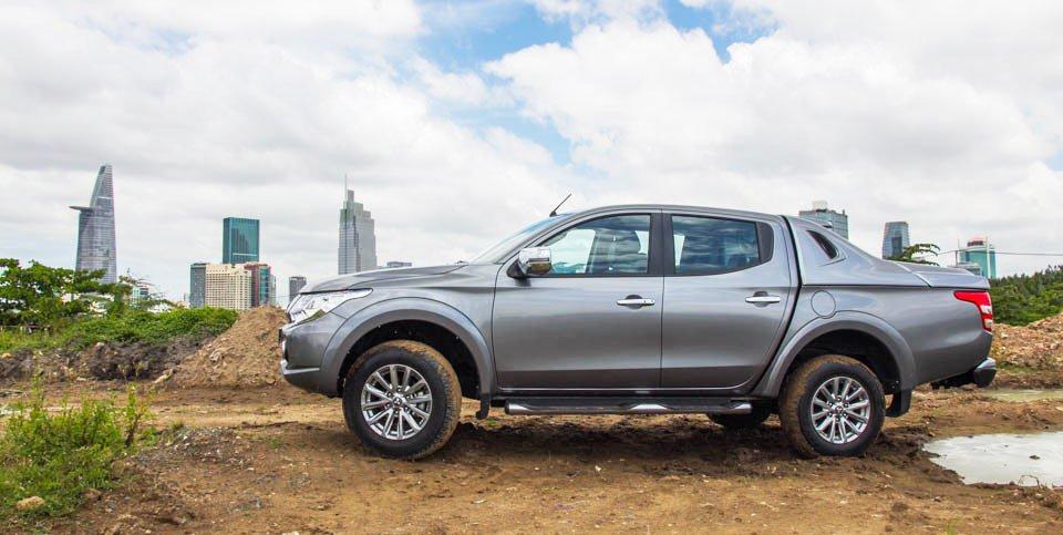 Đánh giá xe Mitsubishi Triton 2015 có thân xe nới rộng hơn phiên bản cũ.