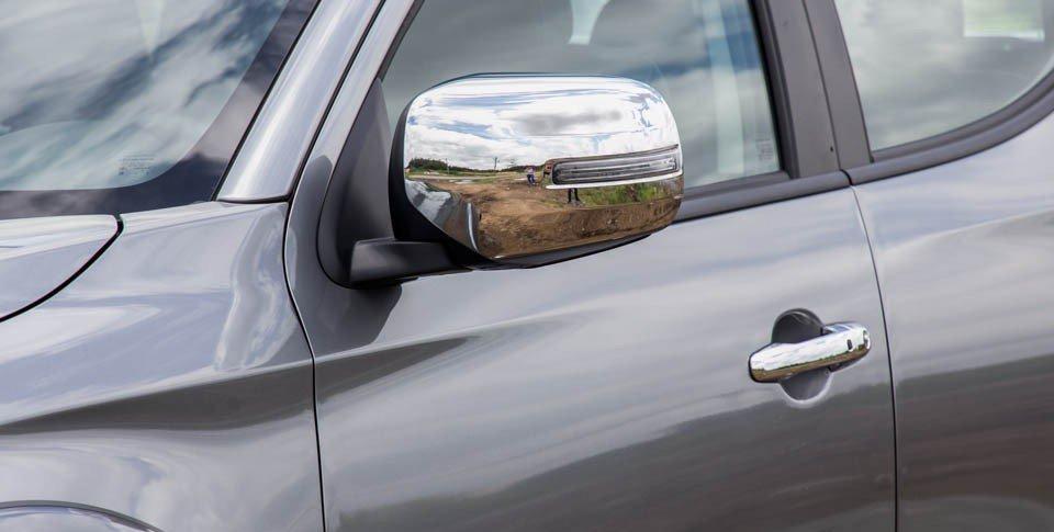 Đánh giá xe Mitsubishi Triton 2015 có gương chiếu hậu chỉnh điện mạ crom và LED báo rẽ.