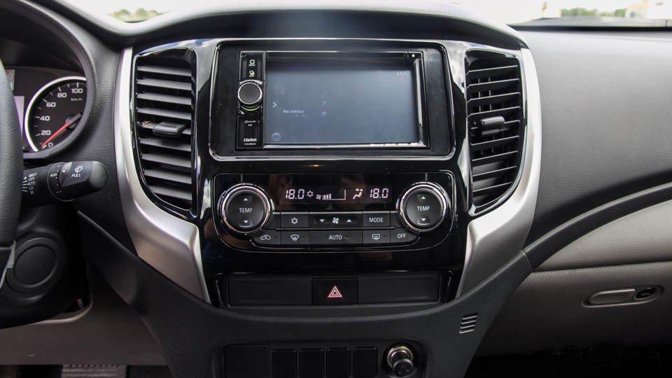 Đánh giá xe Mitsubishi Triton 2015 có màn hình cảm ứng 6,1 inch đa tính năng.