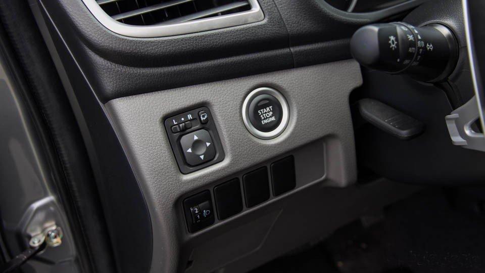 Đánh giá xe Mitsubishi Triton 2015 có thể khởi động xe bằng nút bấm thông minh.