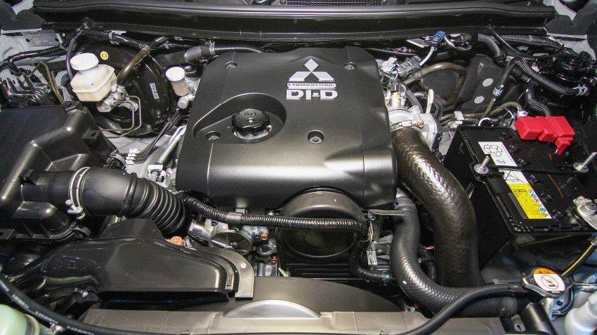 Đánh giá xe Mitsubishi Triton 2015 có động cơ Diesel Commonrail 2.5L tăng áp mạnh mẽ.