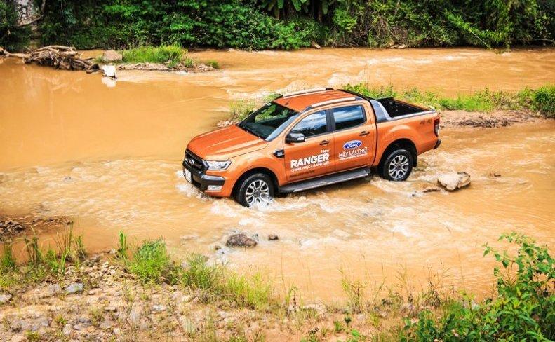 Đánh giá xe Ford Ranger Wildtrak 2015 có nhiều tính năng vượt trội.